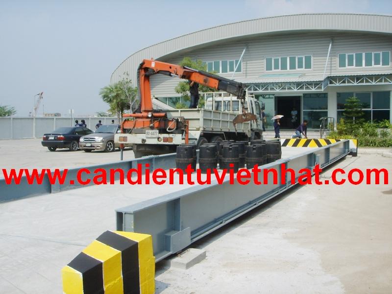 Cân xe tải điện tử 100 tấn, Can xe tai diẹn tủ 100 tan, kiem-dinh-can-xe-tai-100-tan_1376672346.jpg
